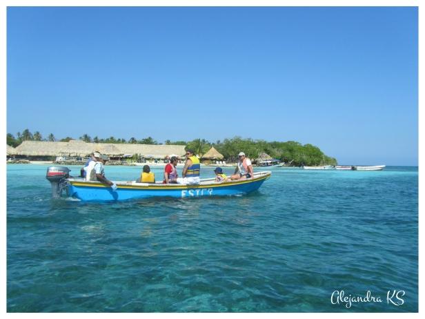 Visita en lancha por las Islas de San Bernardo.